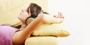 Listening-to-music-can-reduce-pain