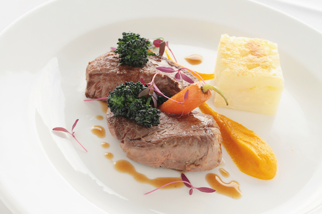 beefphto of lamb steak plated meal